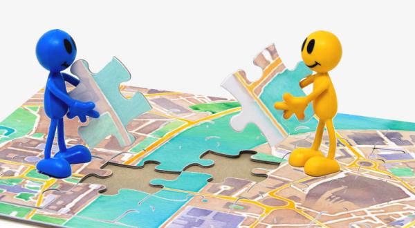 Construire et partager ; image par Benoît Fournier, d'après la carte Watercolor de Stamen avec les données OpenStreetMap, et d'après l'image de Alexas_Fotos