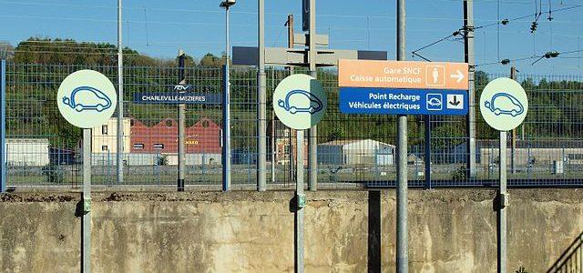 Où sont les bornes de recharge électrique en France ? La réponse dans OpenStreetMap